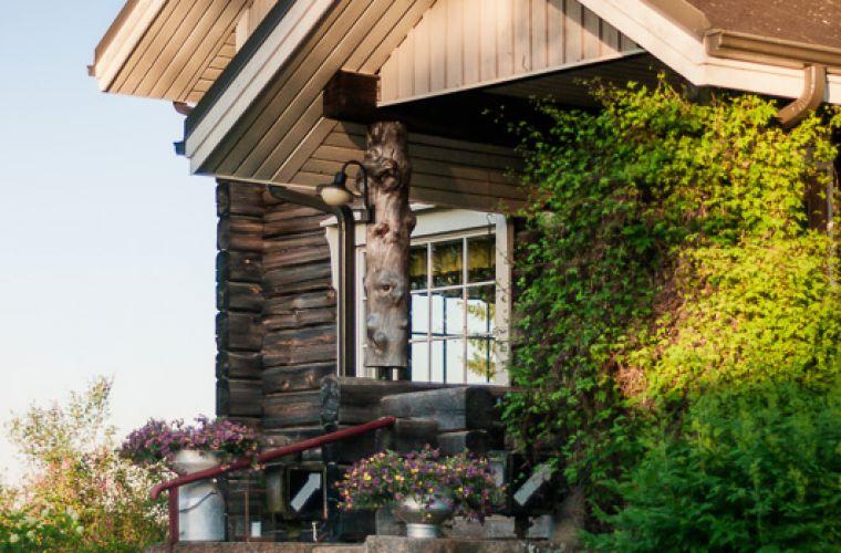 Puukarin Pysäkki talo